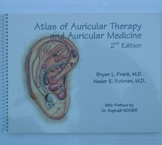 B.L. FRANK N.E. SOLIMAN   Atlas of Auricular Therapy / Medicine 100p. 2° Edit. AAP-LIBFNS02-AN